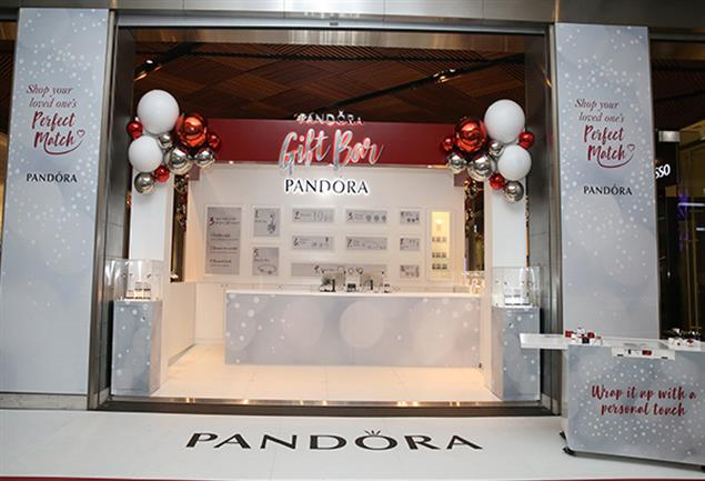 The pop-up Gift Bar measured 4 m x 5 m