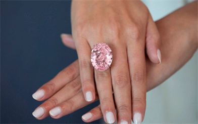 The Pink Star, a 59.6-carat oval-cut pink diamond, fetched a record-breaking US$71.2 million at auction. Image courtesy: Sotheby's