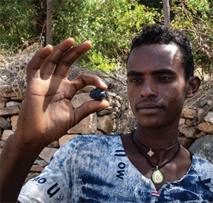 There were many brokers in the mining areas buying stones. Image courtesy Andrew Lucas/ GIA