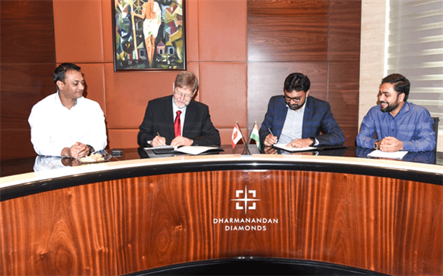 From left, Vipul Sutariya, Mike Botha, Hitesh Patel, and Shailesh Patel signed the Dharmanandan Diamonds agreement in Surat, India to patent the Sirius Star cuts