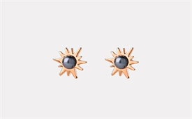 Temptation stud earrings, featuring a dyed pearl set in 9-carat gold.