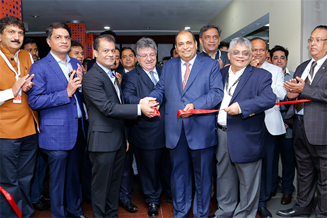 The GJEPC executive team with sponsors cut the ribbon for event opening.