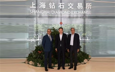 Mehul Shah (left) and Anoop Mehta (right) of Bharat Diamond Bourse pose for a photo with Lin Qiang, president Shanghai Diamond Exchange during a visit to China last week