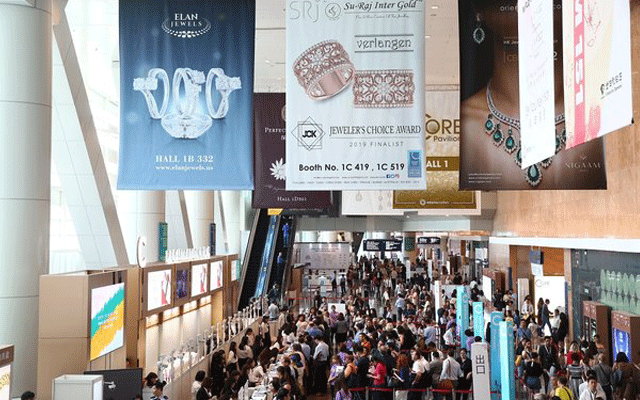 Attendees queue to enter the September 2019 Hong Kong Jewellery & Gem Fair, which took place last week.