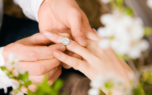 Updated Top 45 Celebrity Engagement Ring Trends Jeweller