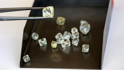 The COVID-19 pandemic has led to a 95 per cent drop in revenue for De Beers, with reports the company could change its traditional sales structure.
