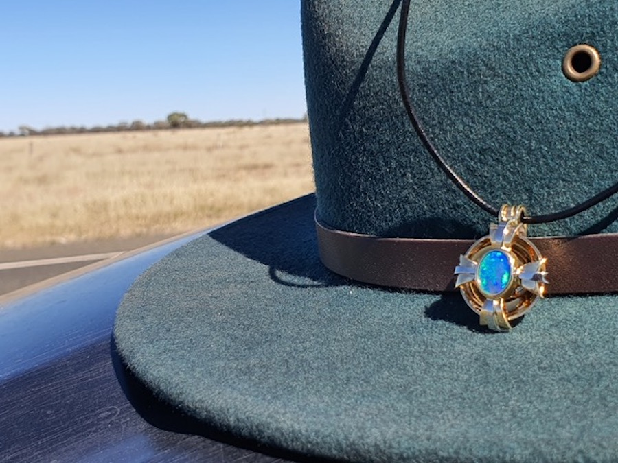 Apprentice wins coveted opal jewellery prize
