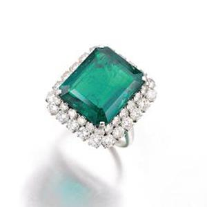 This Bulgari emerald and diamond ring sold for just over its guide price CHF 173,000 (A$182,300)