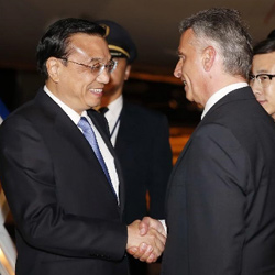 Chinese premier Li Keqiang signed the framework for the deal during an official visit to Switzerland. Pictured here with Swiss vice president and foreign minister Didier Burkhalter. Image: News.CN