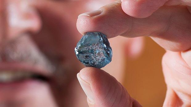 The 29.6-carat uncut blue diamond in scale