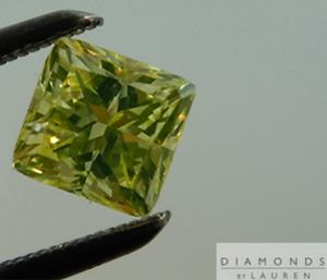 Illumination of the greenish-yellow diamond without UV light present