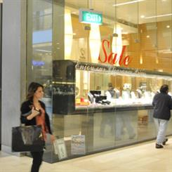 Jewellers are beginning to demand rent reductions in shopping centres.
