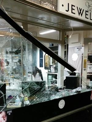 Thieves broke into Yass Jewellers by smashing the front window
