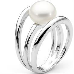 Ikecho's pearl and sterling silver ring