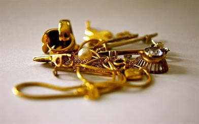 Demand for gold jewellery surged in the third quarter as consumers took advantage of low gold prices