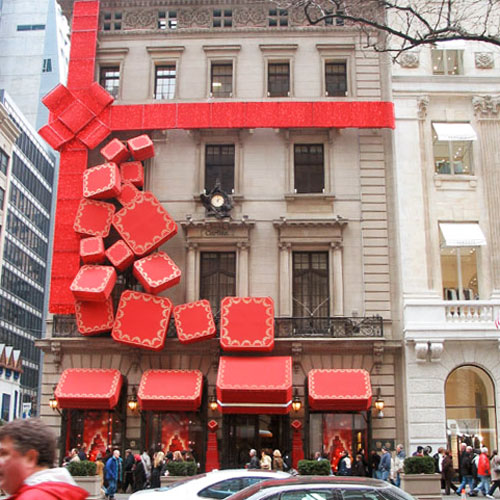 New York's Cartier display goes beyond windows!