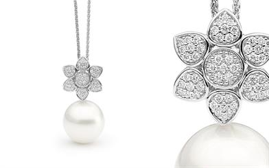 Allure South Sea Pearls' flower pendant