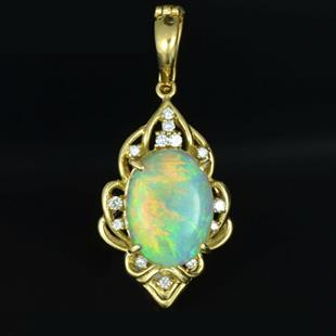 Crystal opal gold pendant with diamonds