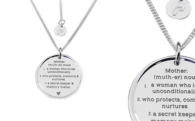 Fabuleux Vous' My Mother pendant