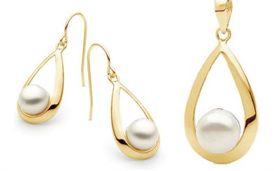 Ikecho Pearl Company's earring and pendant set