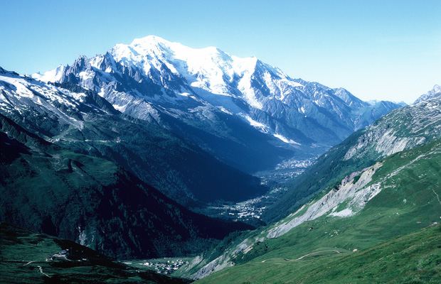 Jewellery believed to have belonged to plane crash victims was discovered on Mont Blanc